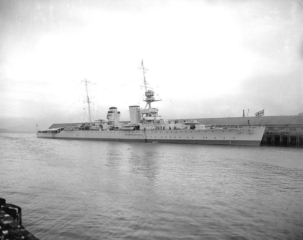 Warship - HMS Raleigh - Cruiser - Heavy Cruiser