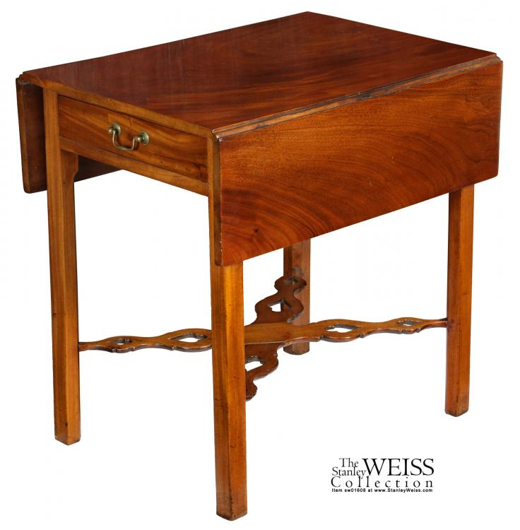 Chippendale Style - c. 1780 - Pembroke Table - Mahogany