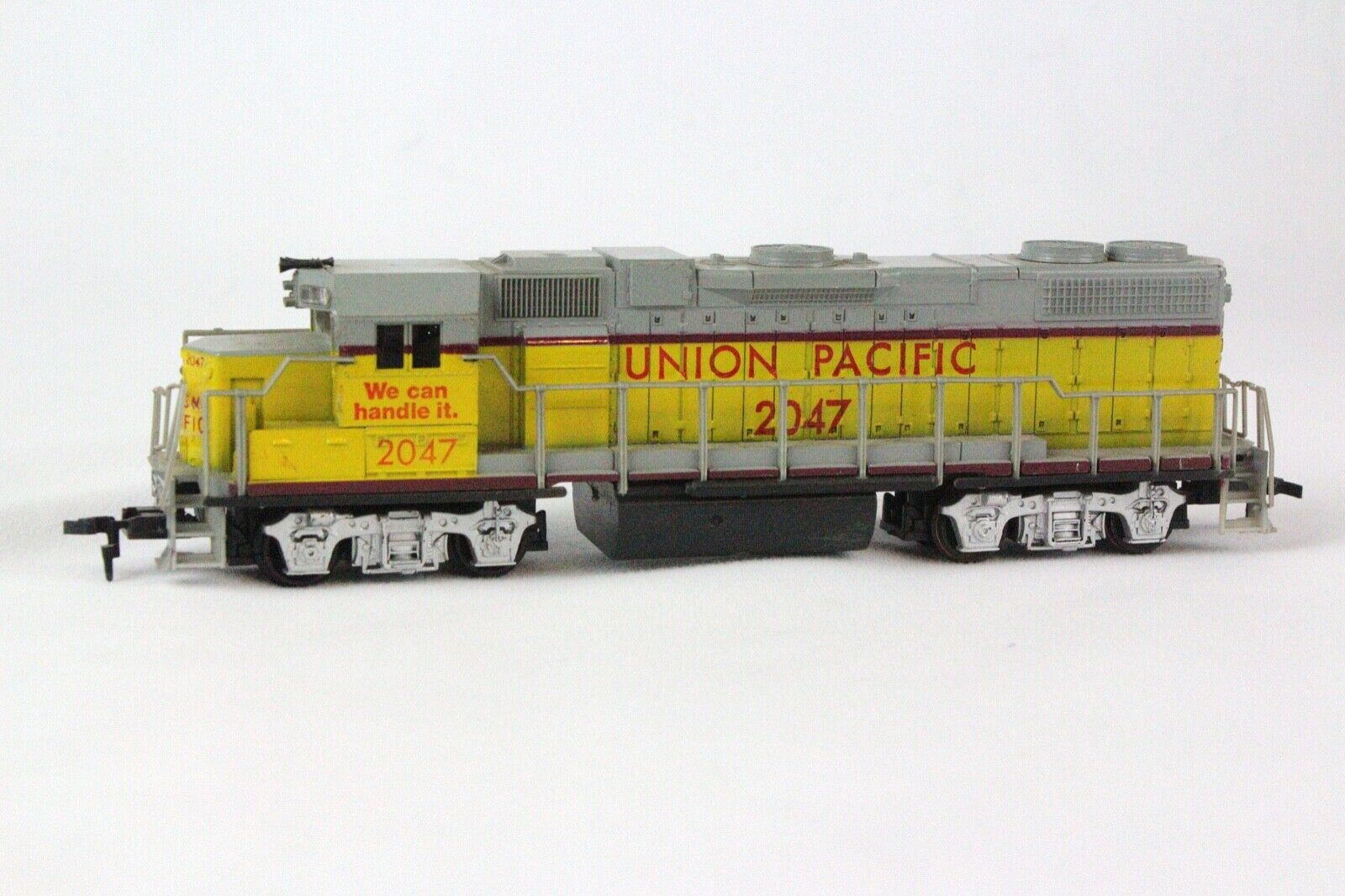 HO Scale - Life-Like - 2047 - Locomotive, Diesel, EMD GP38-2 - Union Pacific - 2047