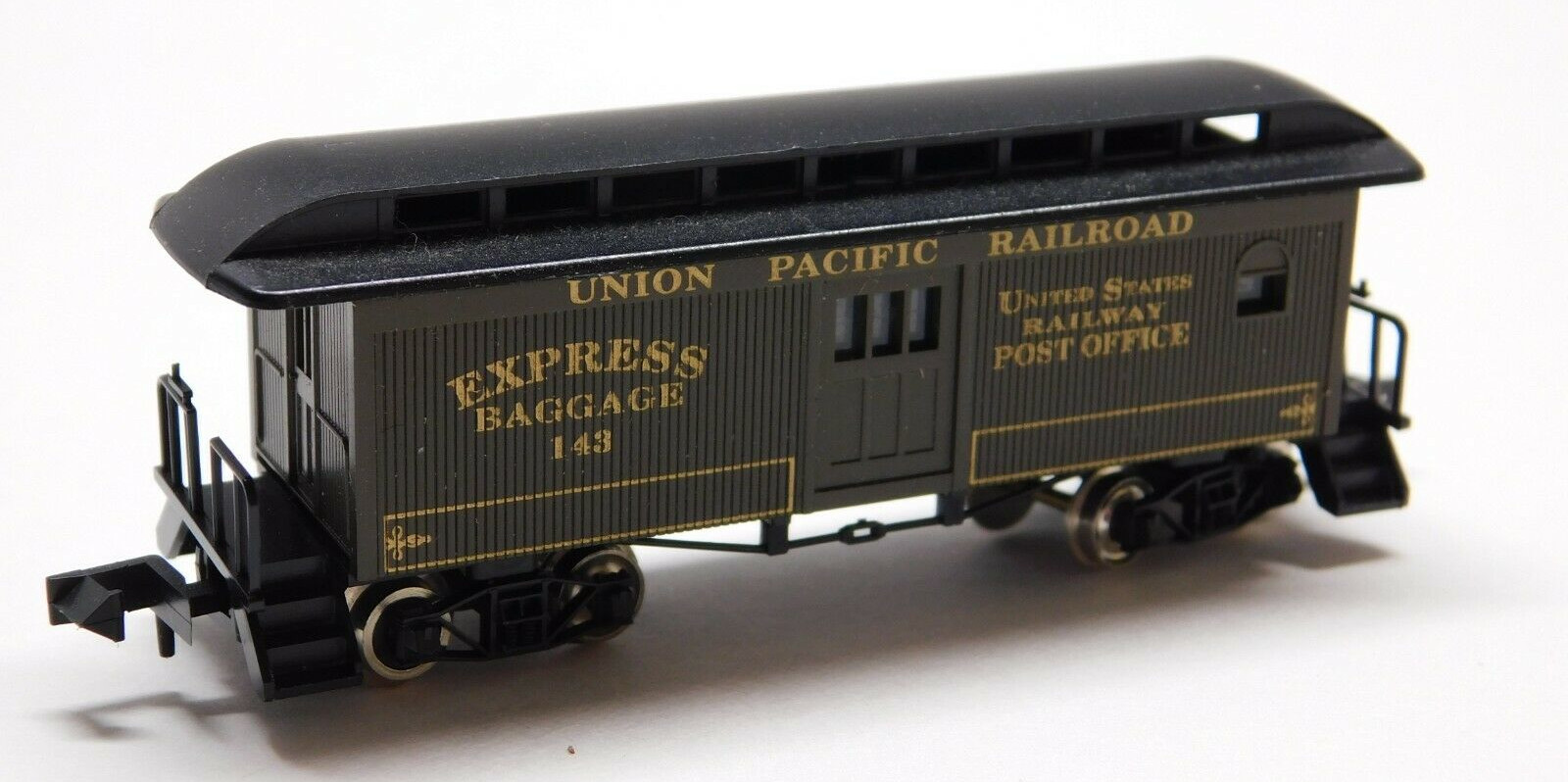 N Scale - Roundhouse - 8567 - Passenger Car, Early, Overton - Virginia & Truckee - 215