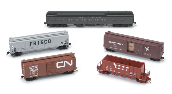 N Scale - Micro-Trains - 499 43 938 - 40 Foot Boxcar, 40 Foot Reefer - Painted/Unlettered - 3-Pack