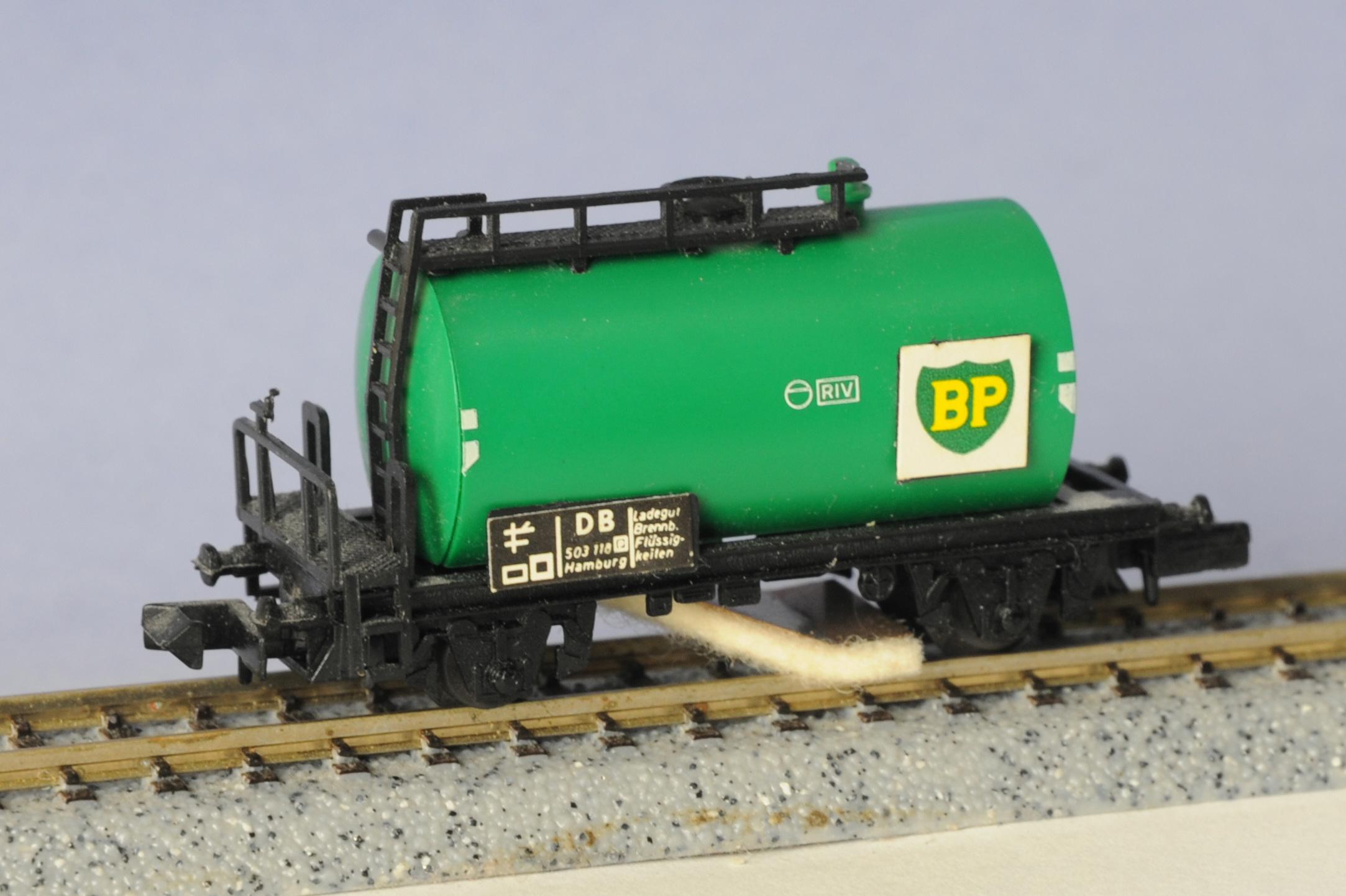 N Scale - Arnold - 0433 - Tank Car, No Dome, 2-Axle - British Petroleum - 505110