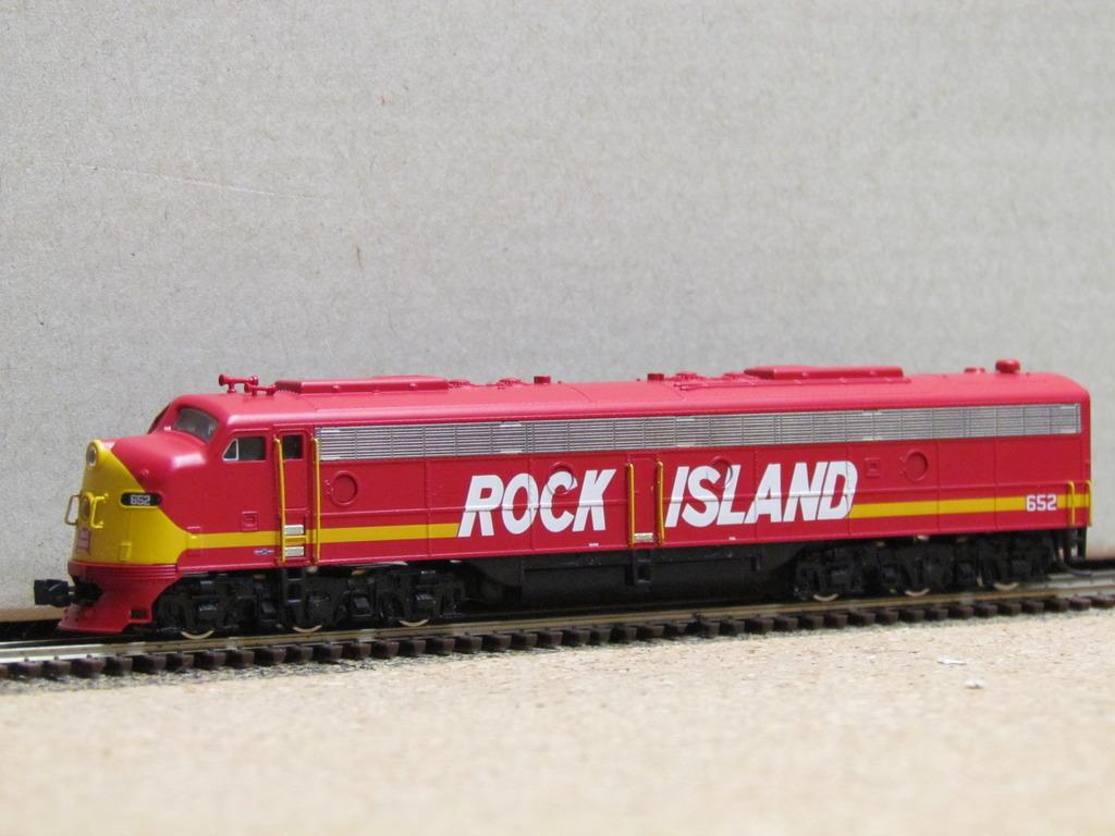 N Scale - Broadway Limited - 3490 - Locomotive, Diesel, EMD F3 - Great Northern - 352C