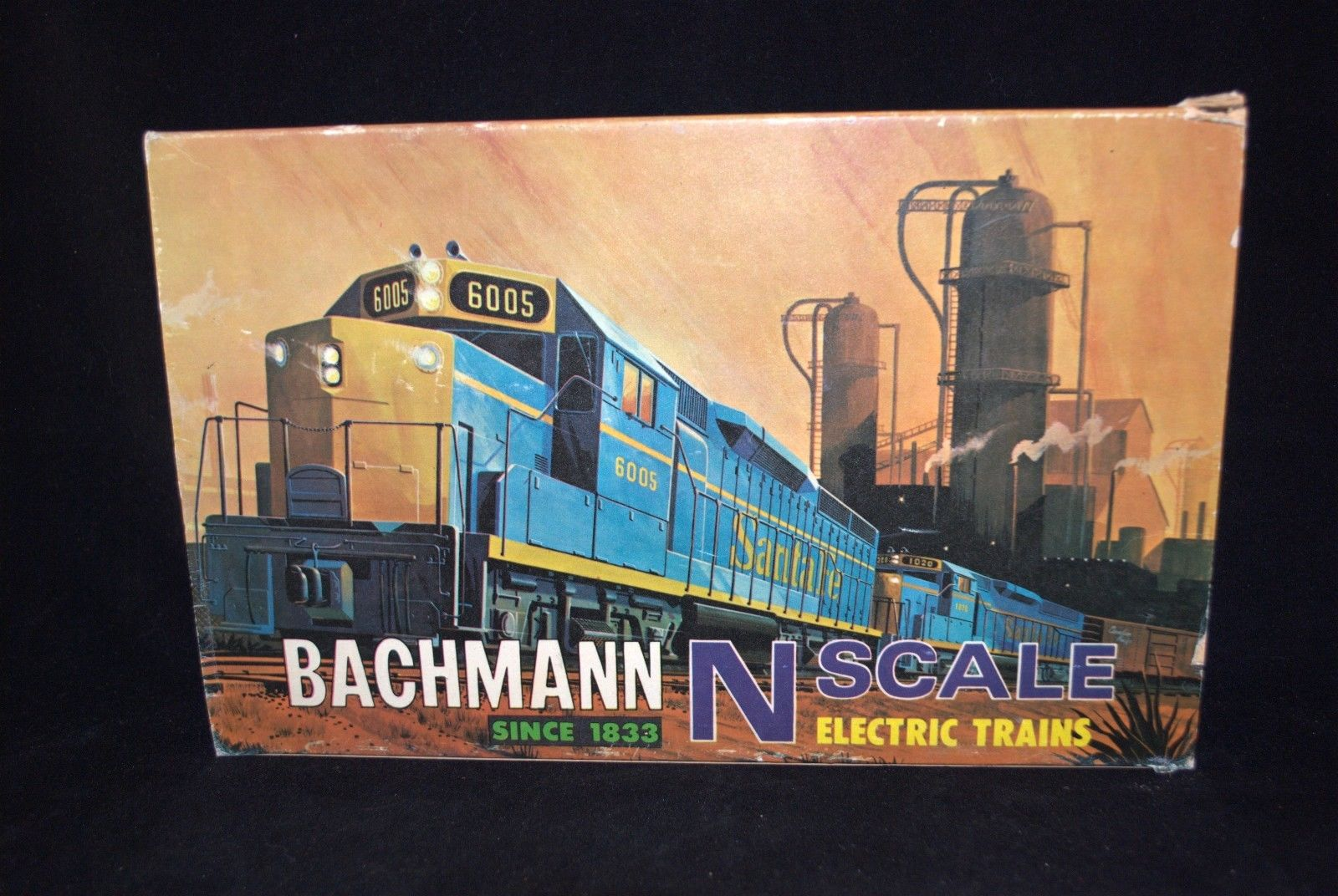 N Scale - Bachmann - 4331 - GP-40 Diesel with 5 Cars and Power Pack - Reading