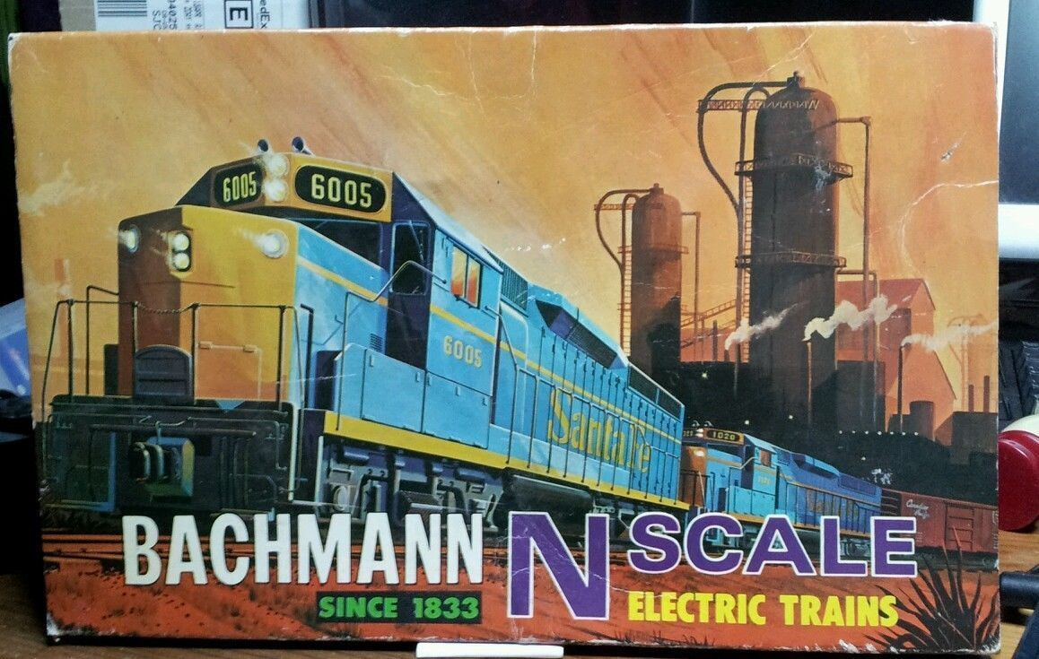 N Scale - Bachmann - 4100 - Double Headed F-9 Diesel Engine with 6 Cars no Power Pack - Penn Central