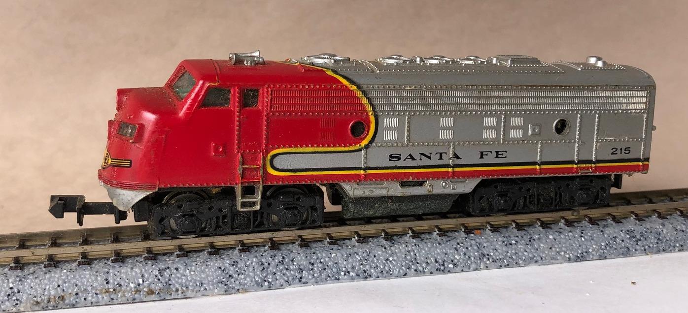 N Scale - Bachmann - 4646 - Locomotive, Diesel, EMD F9 - Santa Fe - 215