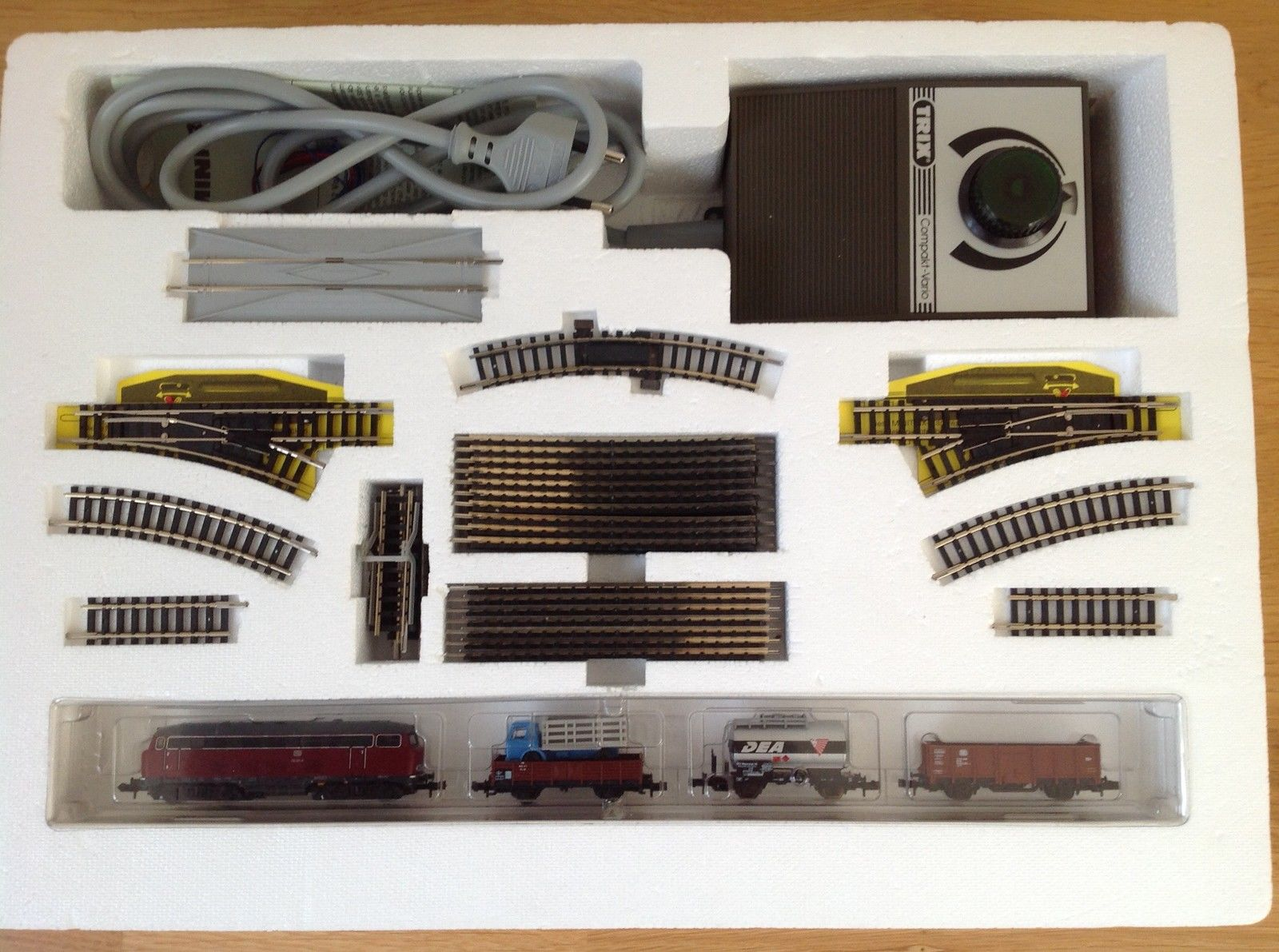 N Scale - Minitrix - 11070 - 4-Unit Freight Set with V 160 - Deutsche Bahn