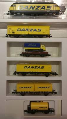 N Scale - Minitrix - 11411 - Freight Train Danzas 4-Unit Set - SBB CFF FFS