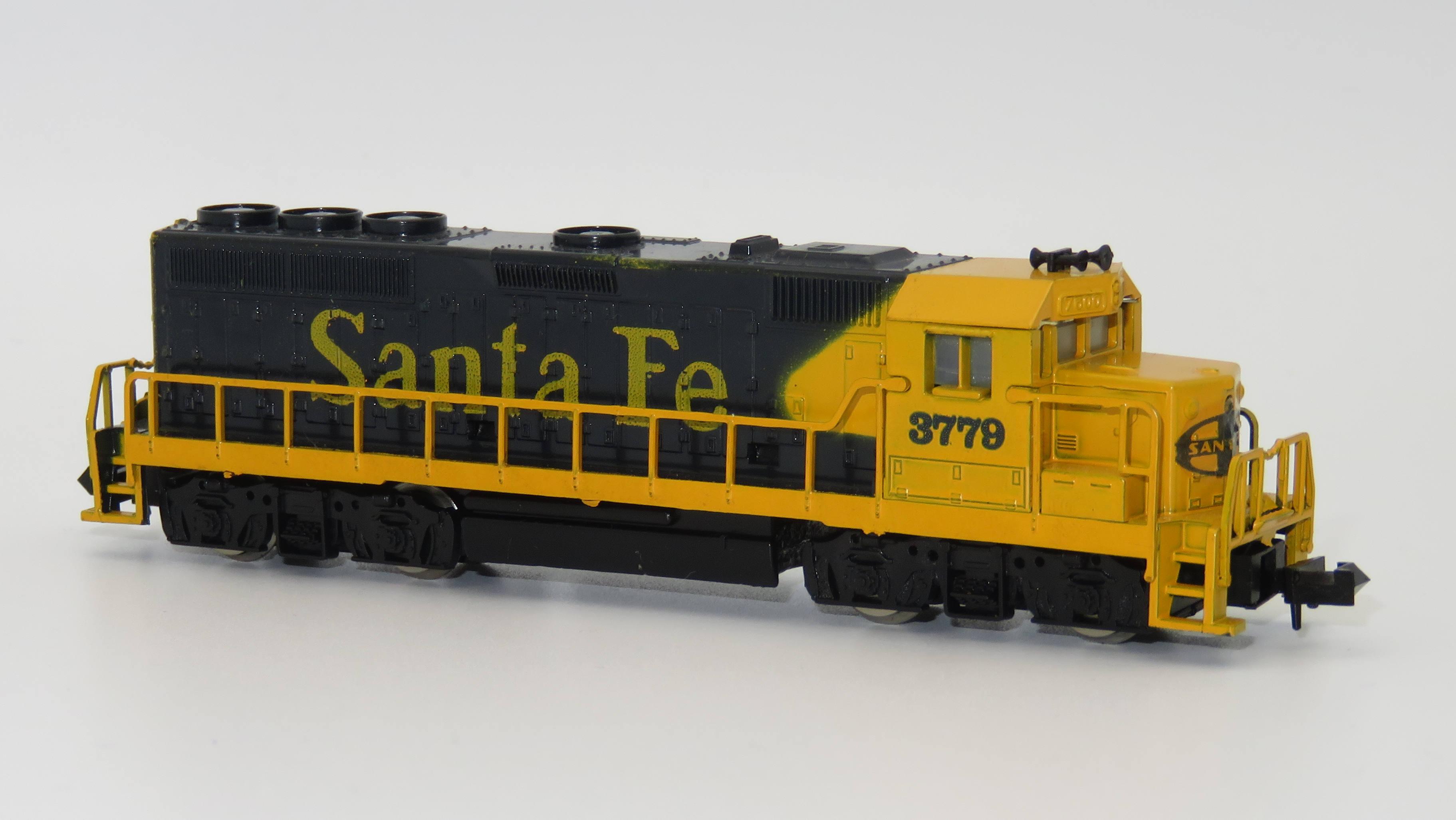 N Scale - Model Power - 7560 - Locomotive, Diesel, EMD GP40 - Santa Fe - 3779