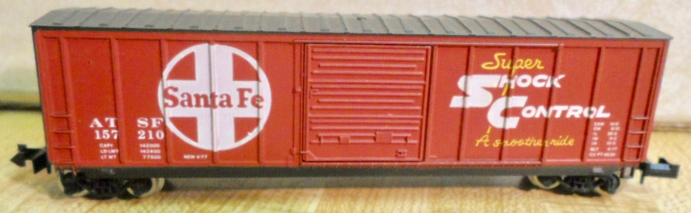 N Scale - Roundhouse - 8126 - Boxcar, 50 Foot, PS-1 - Santa Fe - 157210