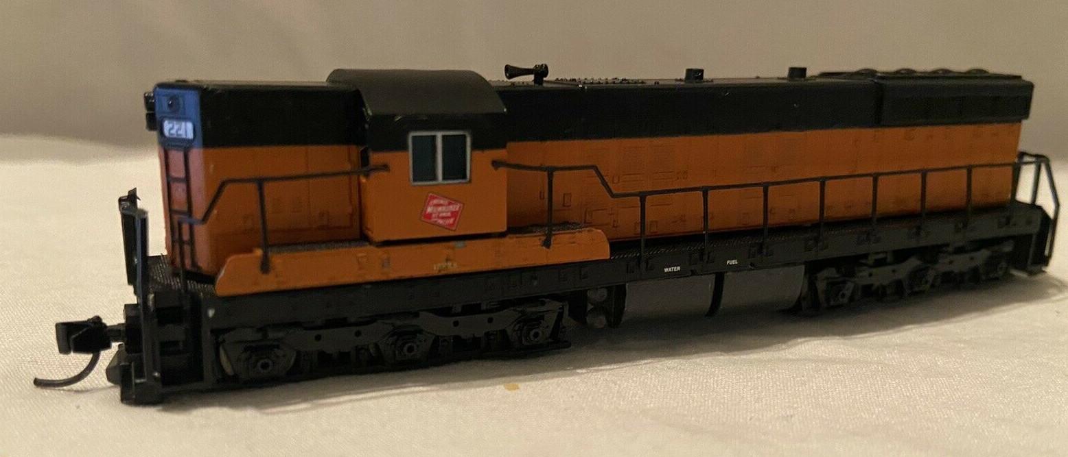 N Scale - Life-Like - 7725 - Locomotive, Diesel, EMD SD7 - Milwaukee Road - 2211