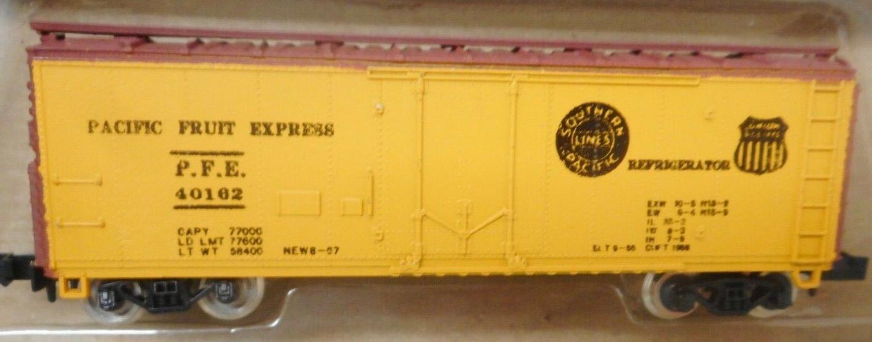 N Scale - Con-Cor - 1051B - Boxcar, 40 Foot, Steel Plug Door - Pacific Fruit Express - 40162