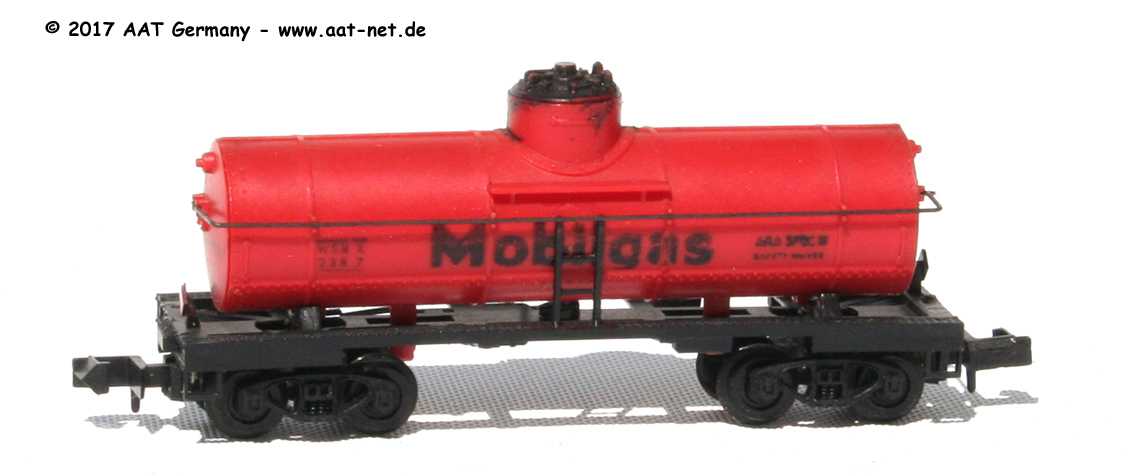 N Scale - Arnold - 0484M - Tank Car, Single Dome, 39 Foot - Mobil Oil - 2387
