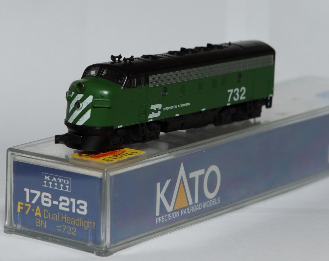 N Scale - Kato USA - 176-213 - Locomotive, Diesel, EMD F7 - Burlington Northern - 732