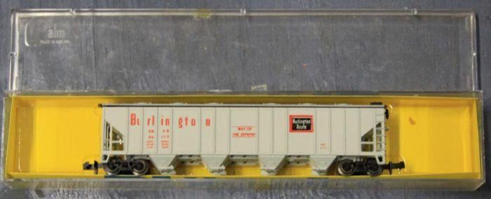 N Scale - AHM - 4446F - Covered Hopper, 4-Bay, Ribside - Burlington Route - 85117