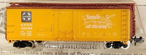 N Scale - Con-Cor - 1052C - Boxcar, 40 Foot, Steel Plug Door - Santa Fe - 36053