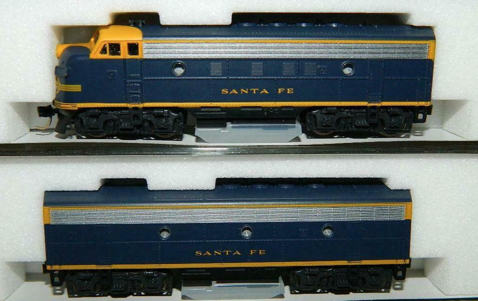 N Scale - Kato USA - 106-0402 - Locomotive, Diesel, EMD F7 - Santa Fe - 235, Unnumbered