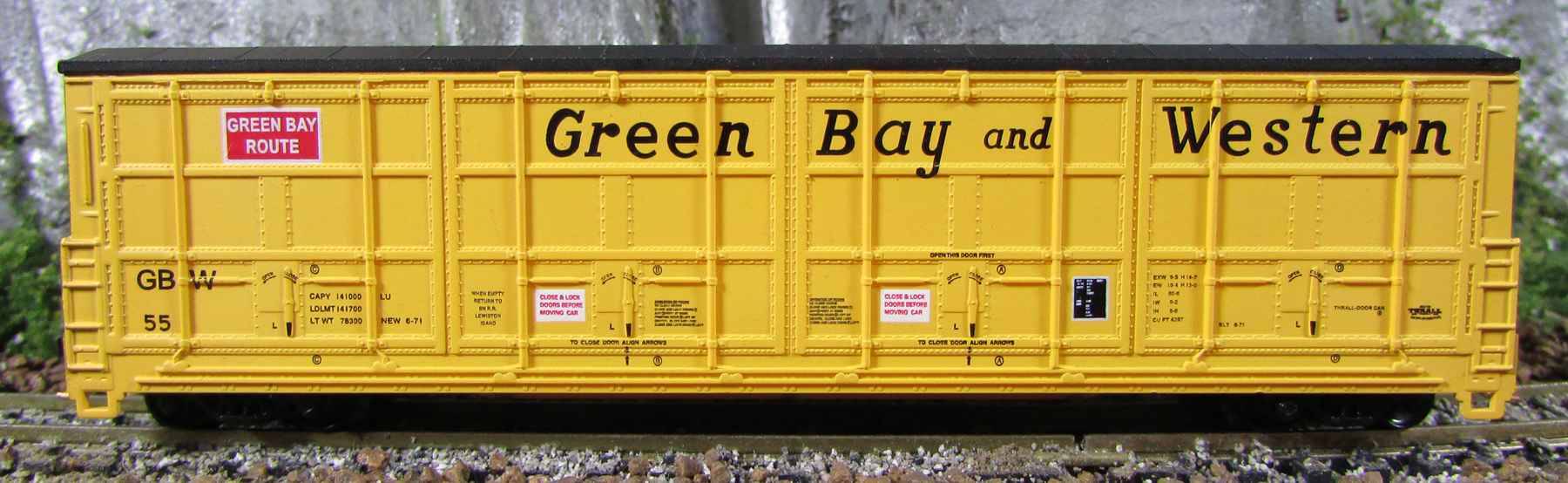 N Scale - Red Caboose - RN-17426-06 - Boxcar, 55 Foot, Thrall All-Door - Green Bay & Western - 55