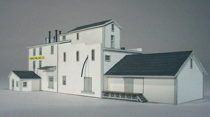 N Scale - American Model Builders - 653 - Hinkle Milling Co. in Thomasville, NC - Undecorated