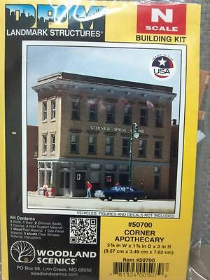 N Scale - Design Preservation Models - 50700 - 3 story brick structure - Undecorated