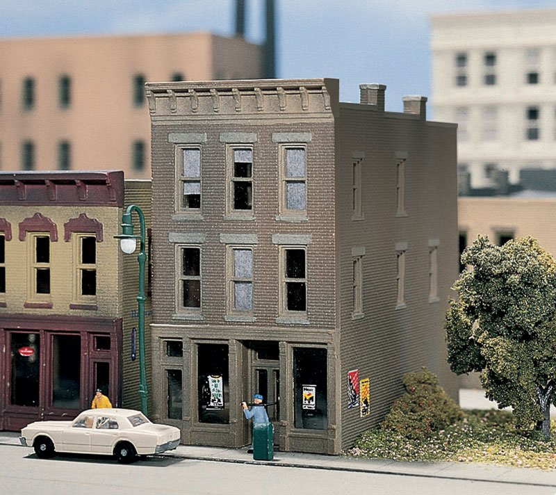 N Scale - Design Preservation Models - 50100 - 3 story brick structure - Undecorated