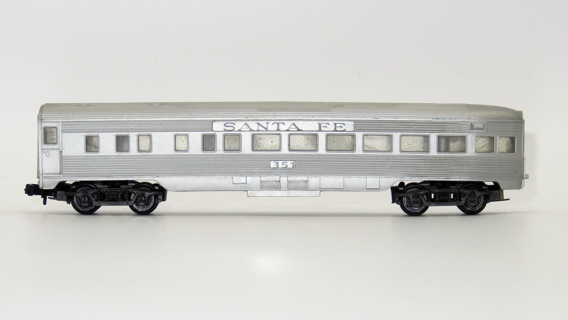 N Scale - Arnold - 0355S - Passenger Car, Lightweight, Corrugated - Santa Fe - 351