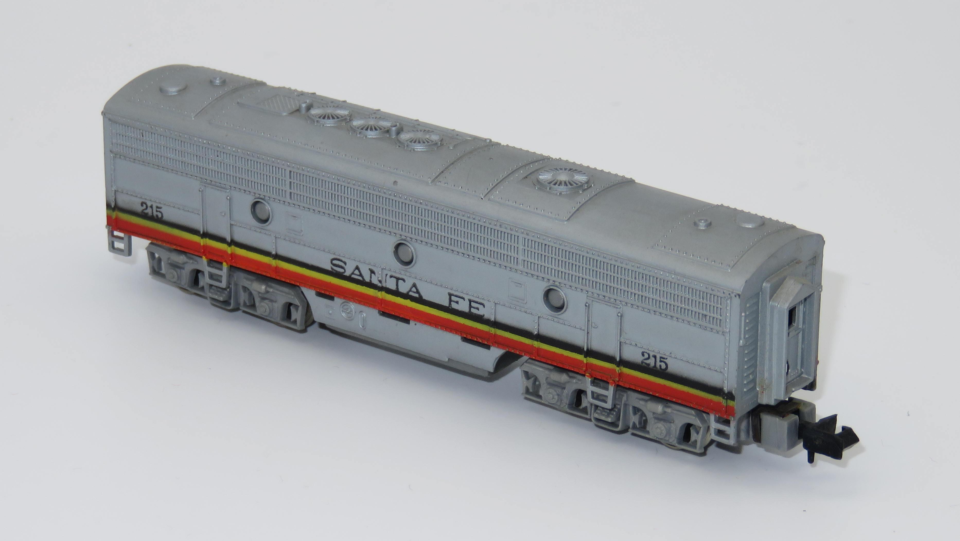 N Scale - Arnold - 0219 - Locomotive, Diesel, EMD FP9 - Santa Fe - 215