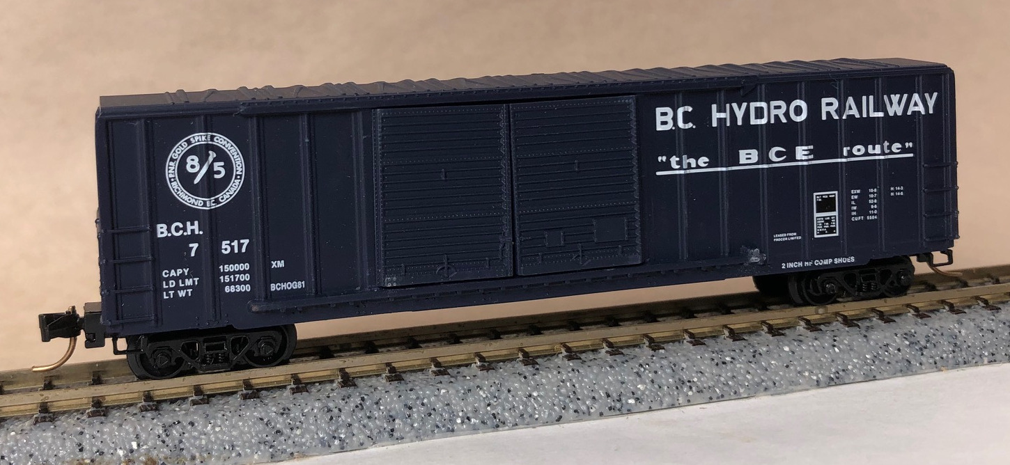 N Scale - Micro-Trains - NSC 84-13 - Boxcar, 50 Foot, Steel - BC Hydro - 7517
