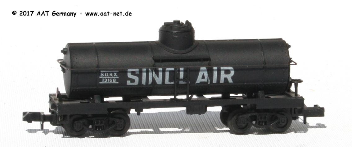 N Scale - Arnold - 0484R - Tank Car, Single Dome, 39 Foot - Sinclair - 13168