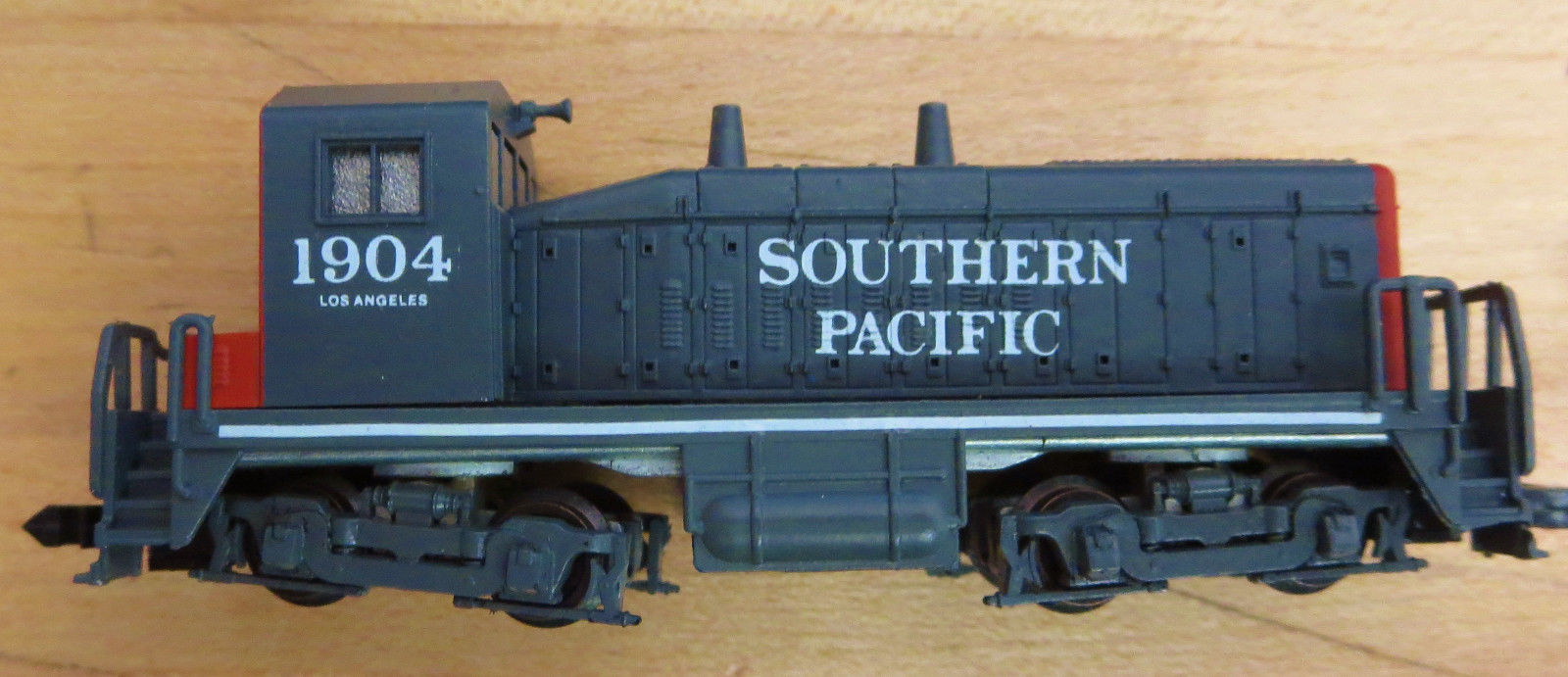 N Scale - Dream Designs - 001-002400 - Locomotive, Diesel, EMD SW1500 - Southern Pacific - 1904