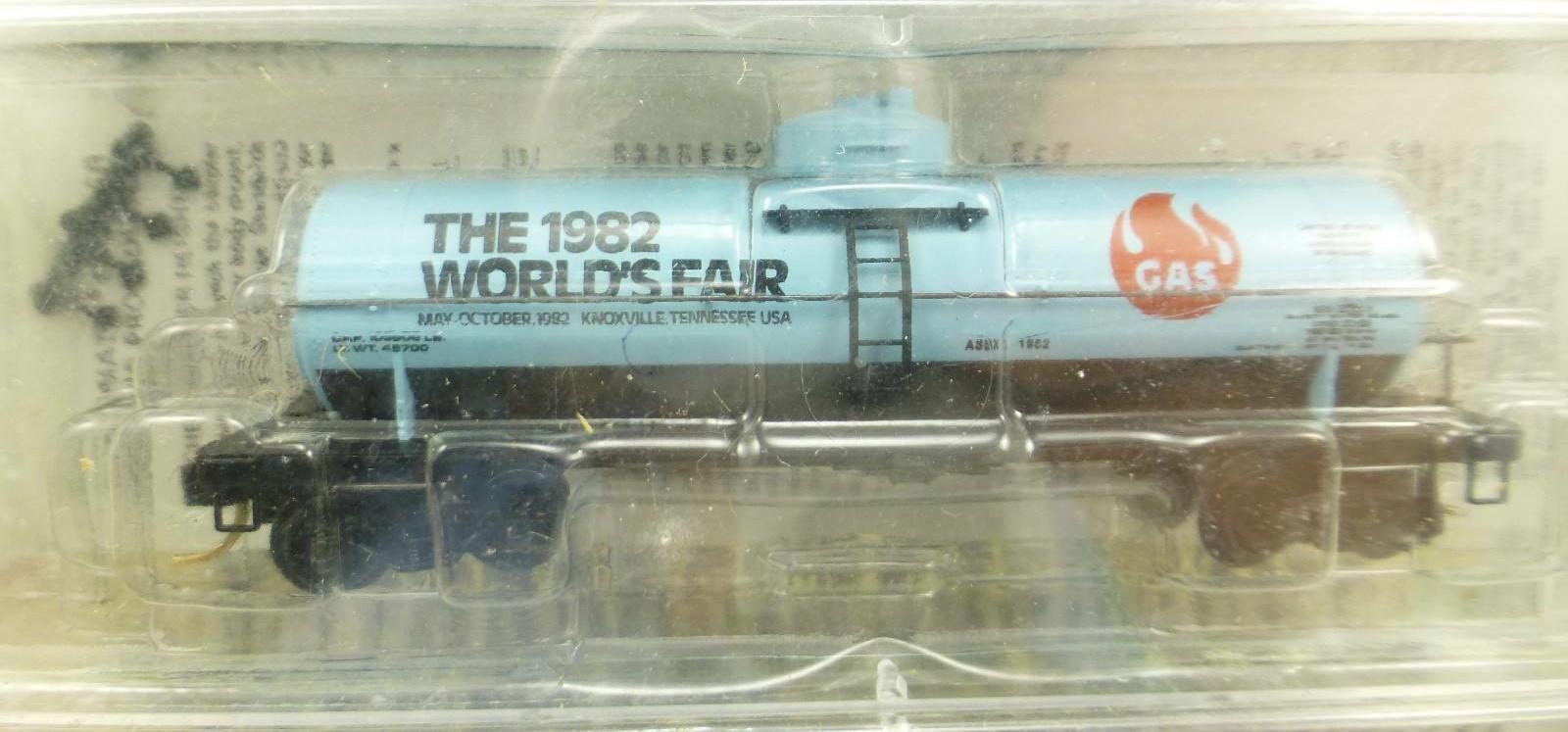 N Scale - Micro-Trains - NSC 82-14 - Tank Car, Single Dome, 39 Foot - 1982 World