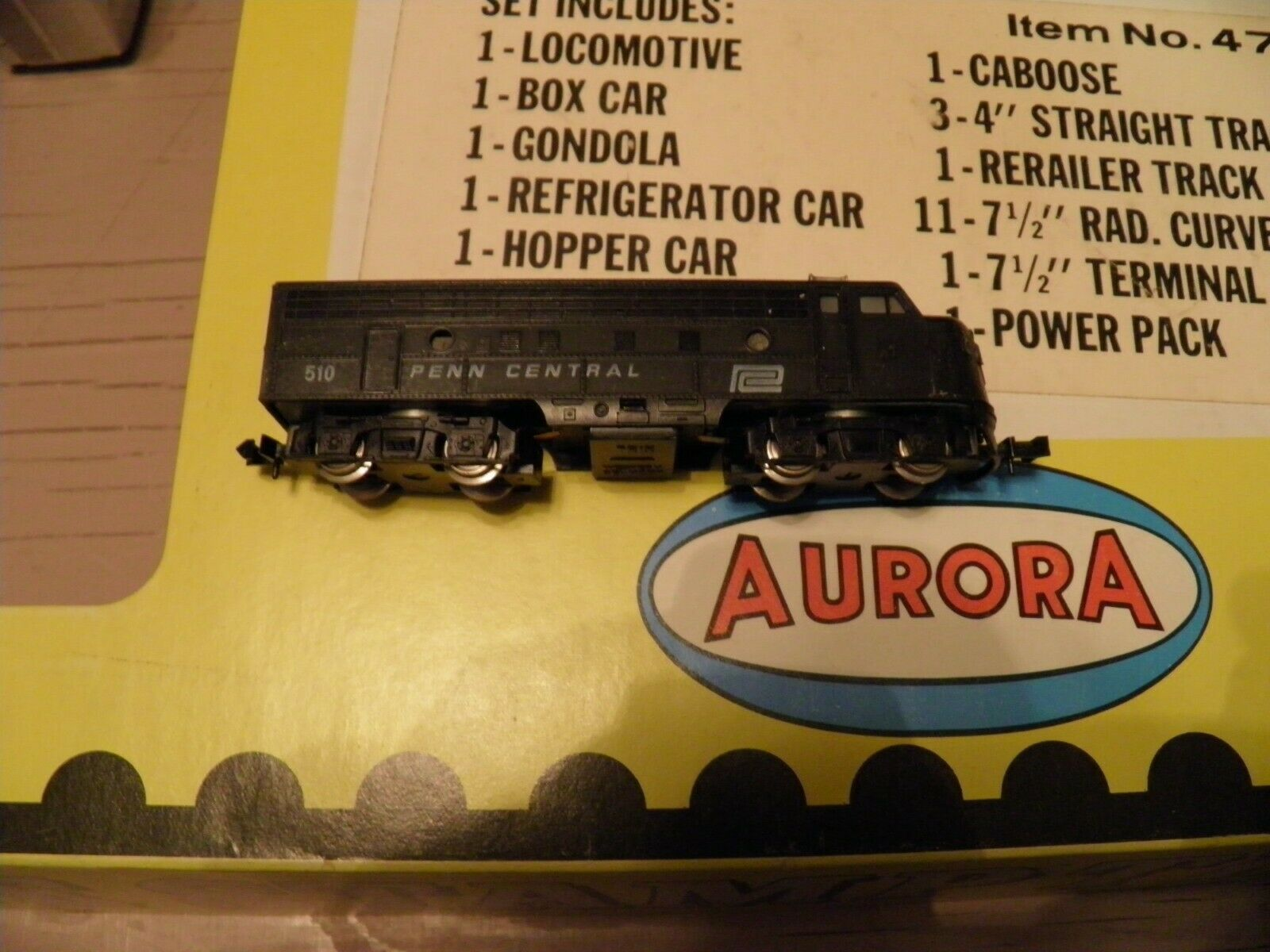 N Scale - Aurora Postage Stamp - 4725 - EMD F9 7-Unit Cannonball Freight Set - Penn Central - 7-Unit Set