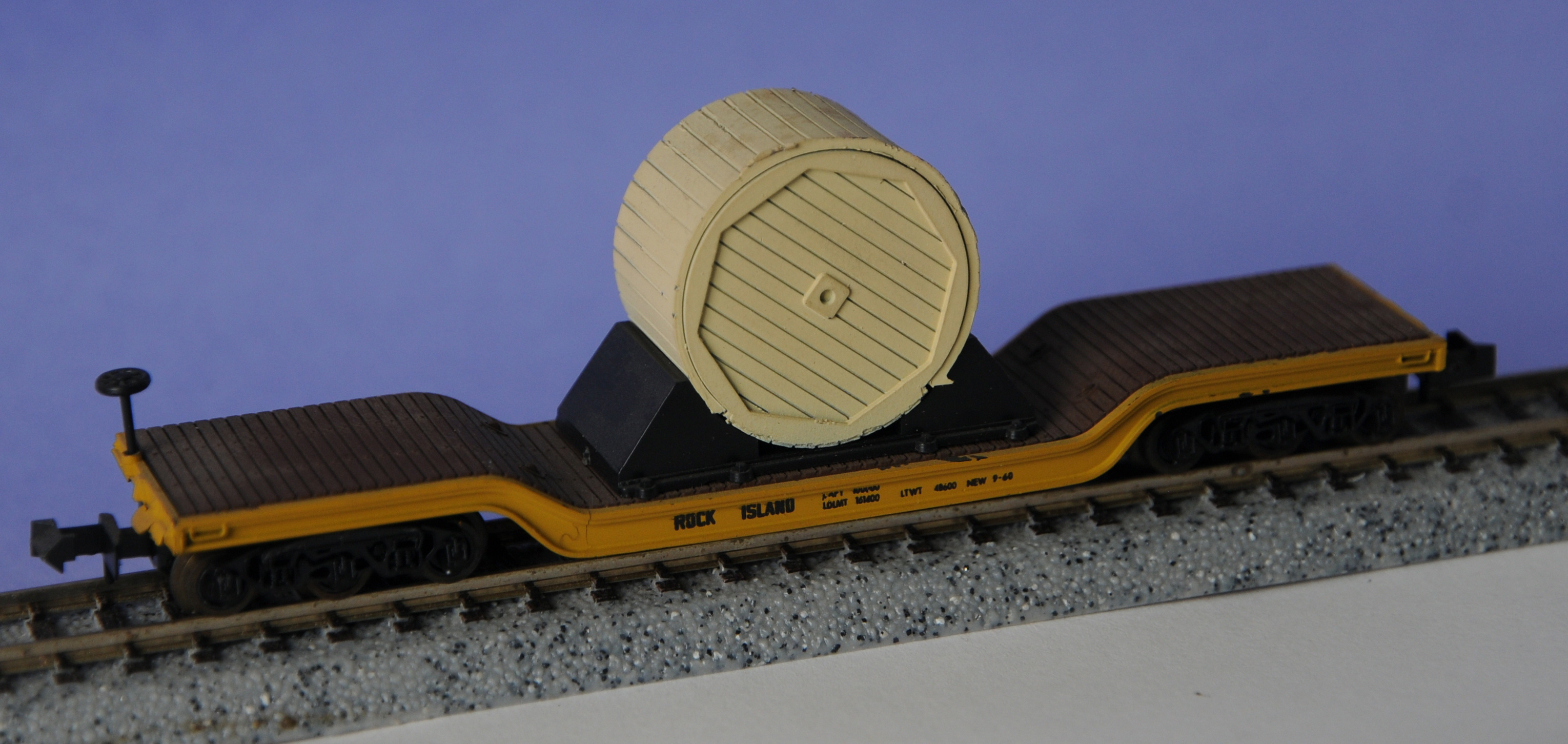 N Scale - Aurora Postage Stamp - 4865 - Flatcar, Heavy Duty, Depressed Center - Chicago, Rock Island and Pacific Railroad