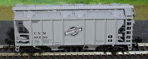 N Scale - Atlas - 31802 - Covered Hopper, 2-Bay, PS2 - Chicago & North Western - 95239