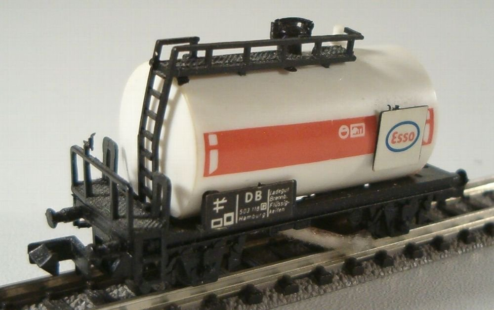 N Scale - Herkat - 1403 - Tank Car, No Dome, 2-Axle - Esso - 503 110