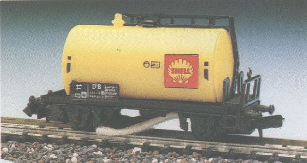 N Scale - Herkat - 1404 - Tank Car, No Dome, 2-Axle - Shell Oil - 503 118