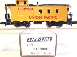 N Scale - Life-Like - 7714 - Caboose, Cupola, Offset 8-Window - Union Pacific - 3821