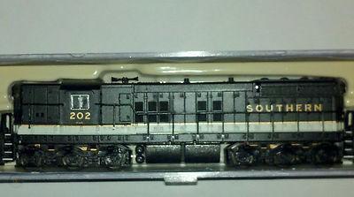 N Scale - Life-Like - 7788 - Locomotive, Diesel, EMD SD7 - Southern - 202