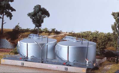 N Scale - Piko - 60020 - Twin Oil Tank Storage Facility - Company - Twin Oil tanks