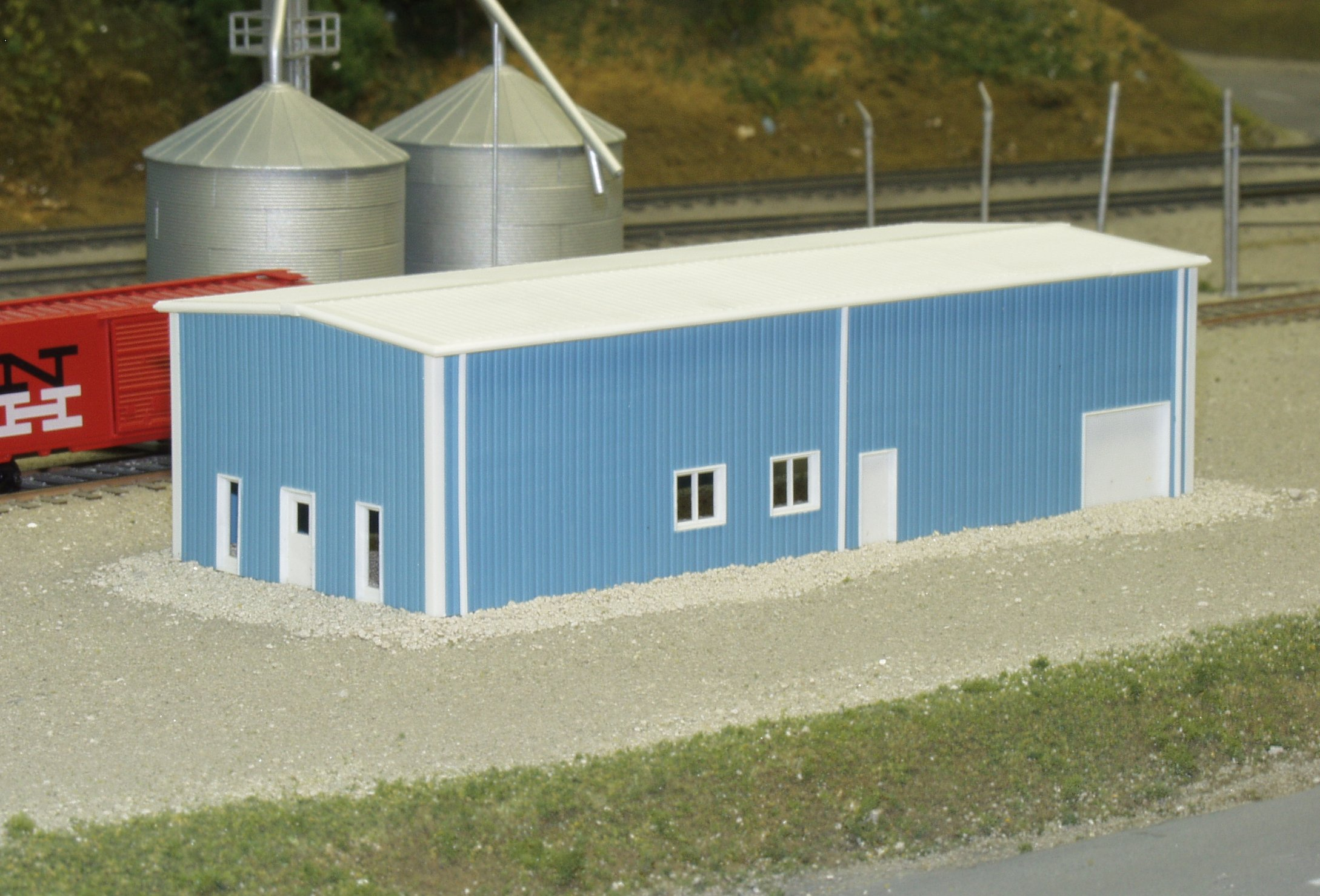 N Scale - Pikestuff - 541-8003 - Prefabricated Metal Building - Undecorated