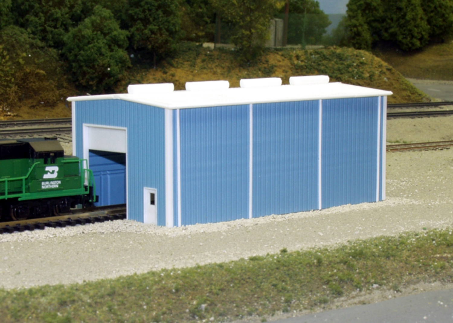 N Scale - Pikestuff - 541-8002 - Prefabricated Metal Building - Undecorated