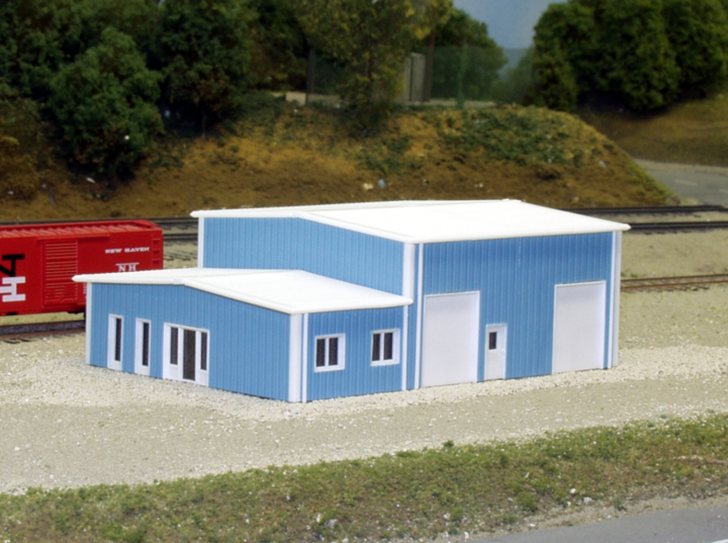 N Scale - Pikestuff - 541-8006 - Prefabricated Metal Building - Undecorated