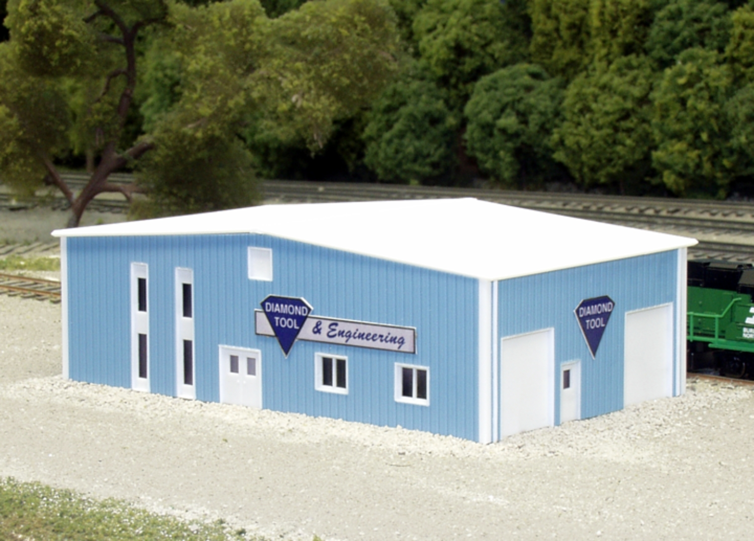 N Scale - Pikestuff - 541-8011 - Prefabricated Metal Building - Undecorated