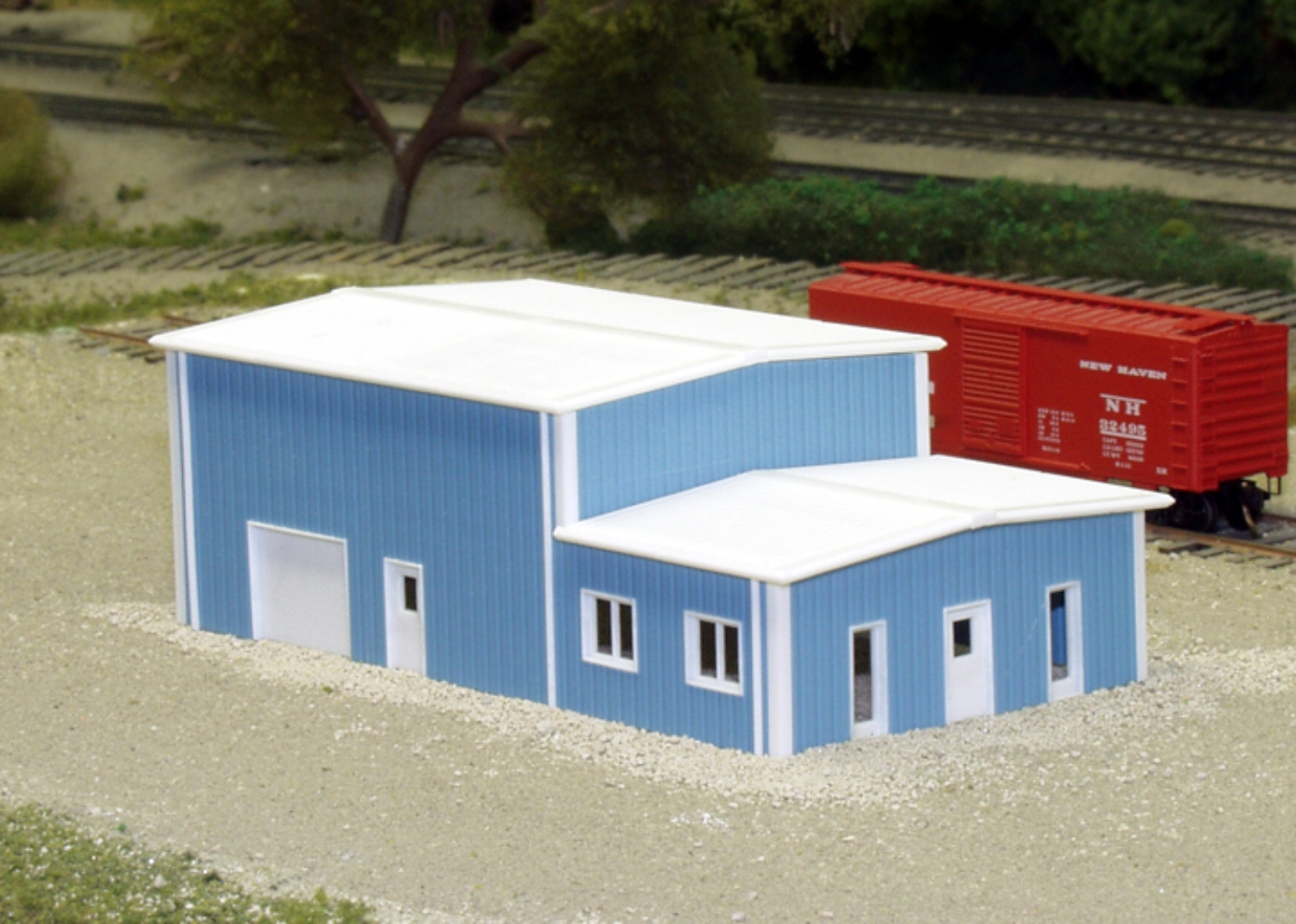 N Scale - Pikestuff - 541-8017 - Prefabricated Metal Building - Undecorated