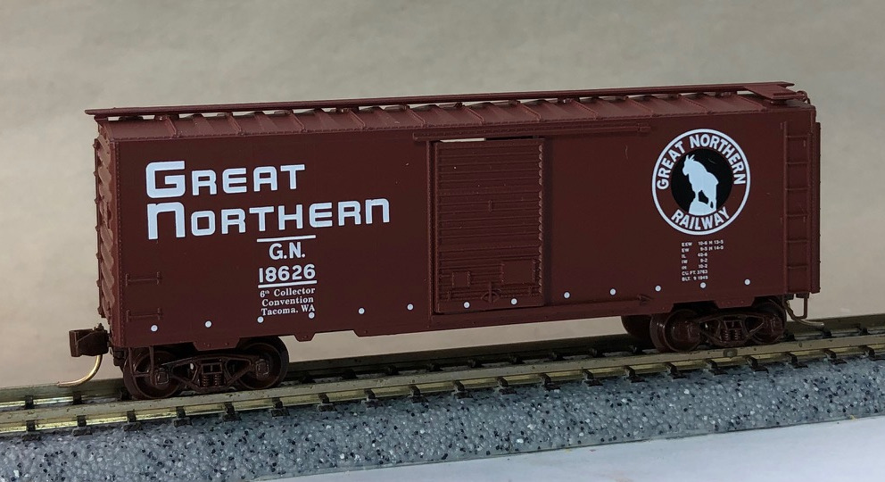 N Scale - Micro-Trains - NSC 98-08 - Boxcar, 40 Foot, PS-1 - Great Northern - 18626