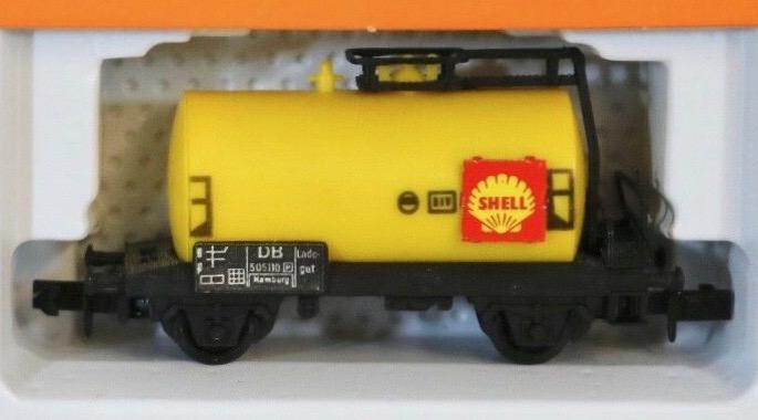 N Scale - Arnold - 0435 - Tank Car, No Dome, 2-Axle - Shell Oil - 505110 Hamburg