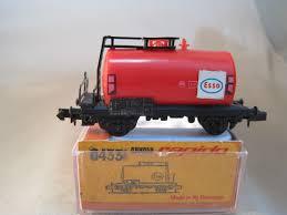 N Scale - Arnold - 0431 - Tank Car, No Dome, 2-Axle - Esso - 505110