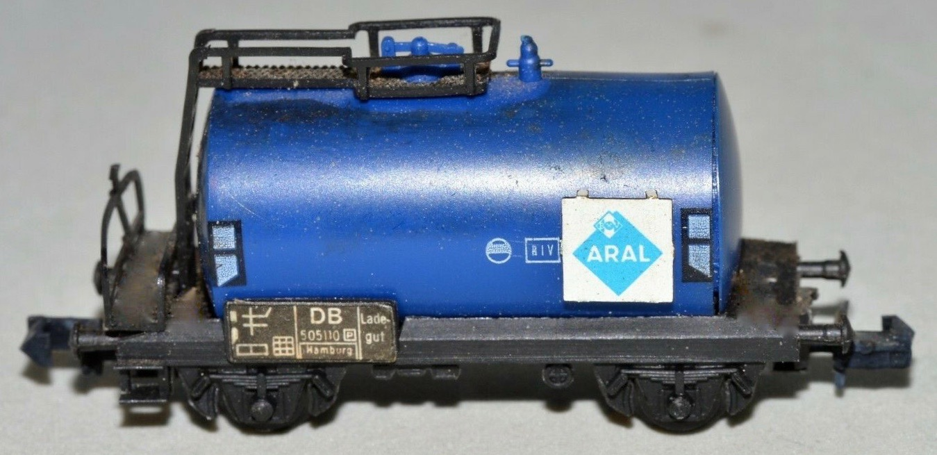 N Scale - Arnold - 0432 - Tank Car, No Dome, 2-Axle - Aral - 505110