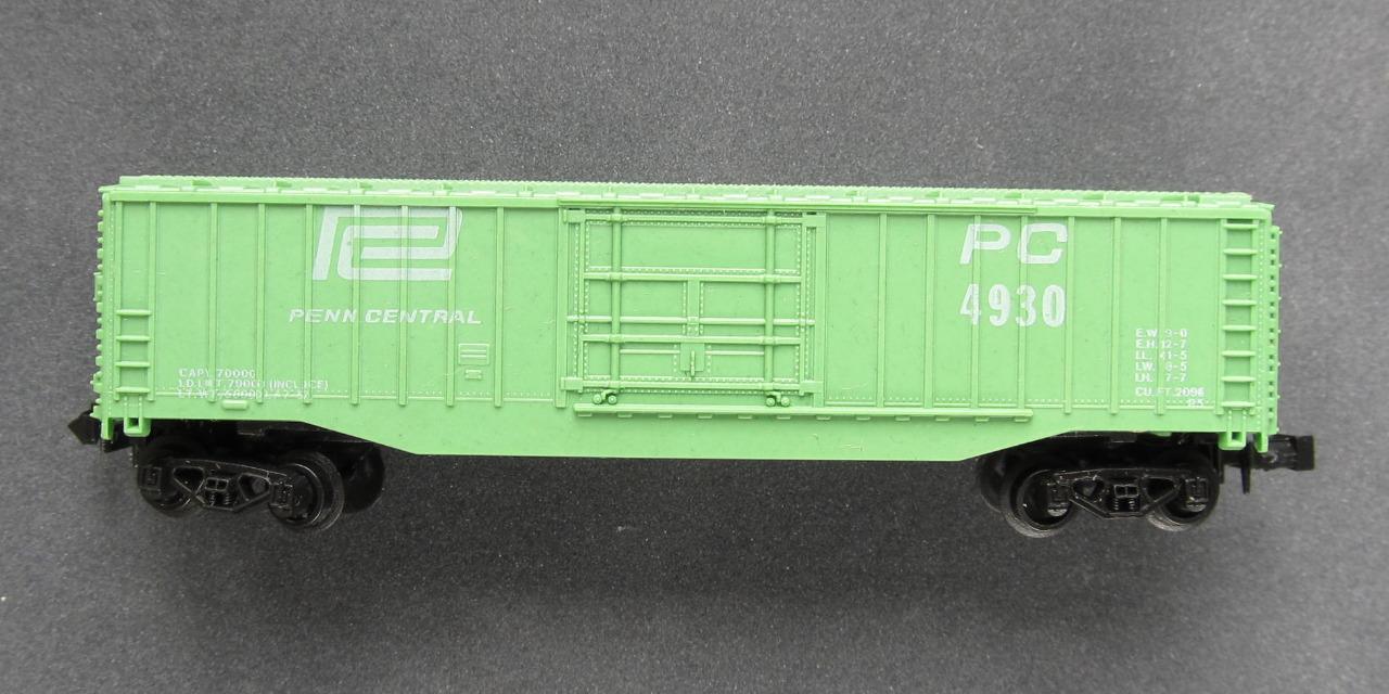 N Scale - Lima - 49X - Boxcar, 40 Foot, Steel Plug Door - Penn Central - 4930