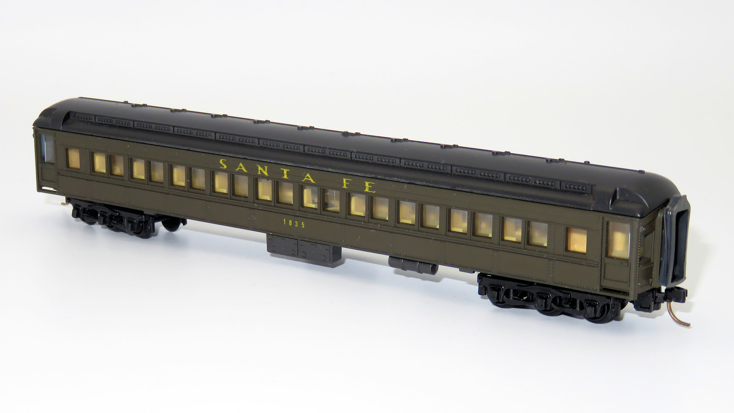 N Scale - Lima - 344 - Passenger Car, Heavyweight, Pullman, Paired Window Coach - Santa Fe - 1835